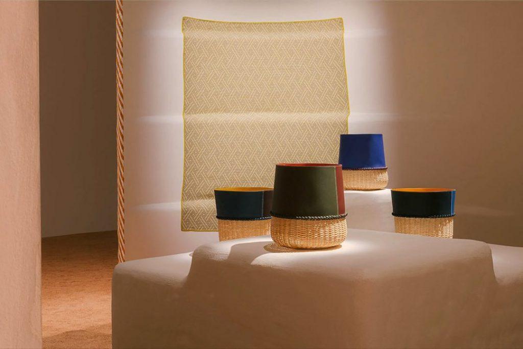 Las cestas de cuero y mimbre que Hermès presentó en la feria de Milán.