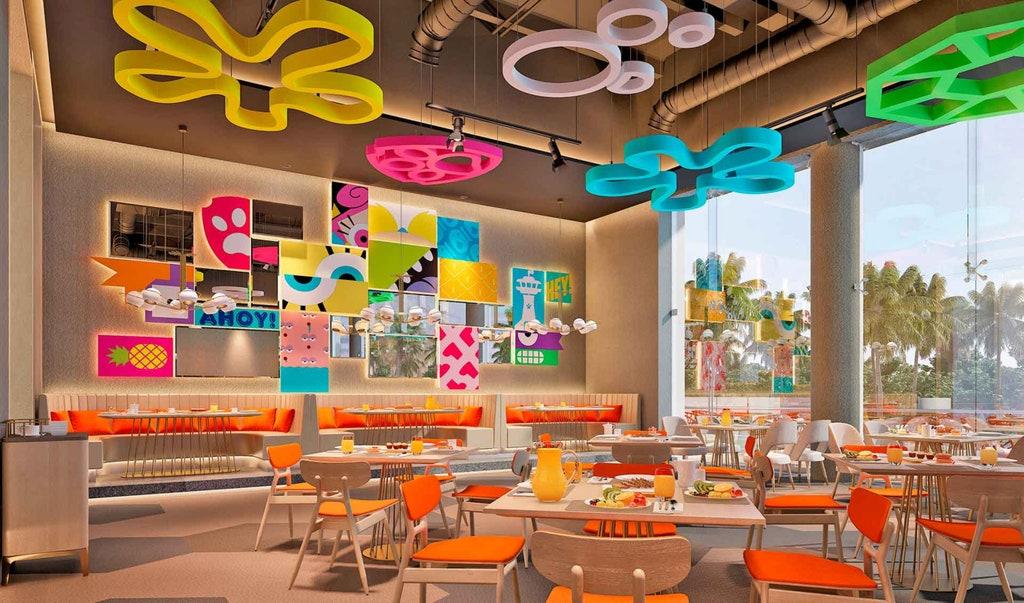El área gastronómica del Hotel Nickelodeon con el diseño basado en el universo de Bob Esponja.