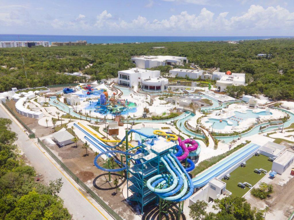 Vista del Nickelodeon Hotels & Resorts, con su parque acuático.