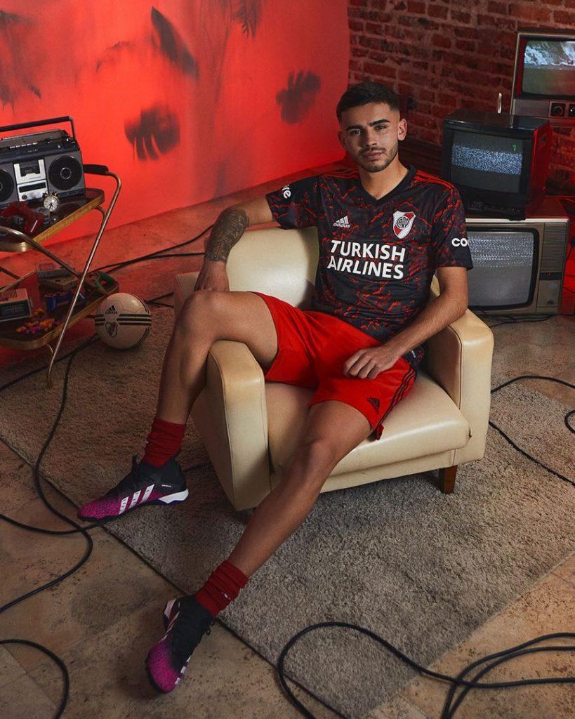 adidas estrena nueva camiseta de River Plate.