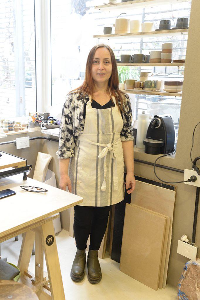 Leticia Churba es reconocida sobre todo por la marca de accesorios de moda Perfectos Dragones. Pero hoy se viste de ceramista.