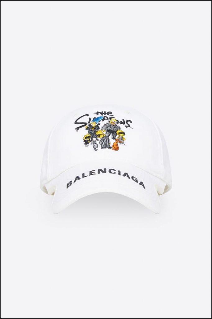 Una gorra tipo baseball, con imagen de The Simpsons y logo de Balenciaga.