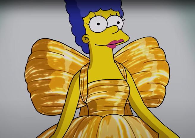 El vestido dorado con el que Marge cierra el desfile de Balenciaga en París.