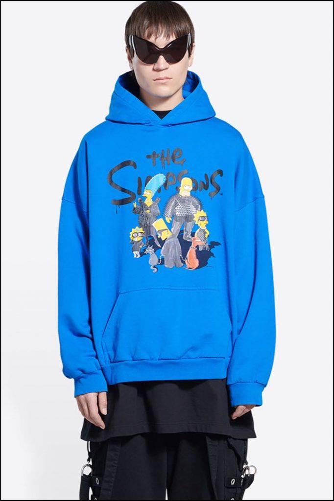 Un retrato de Los Simpsons vestidos de Balenciaga se reproduce en las prendas de la colección.