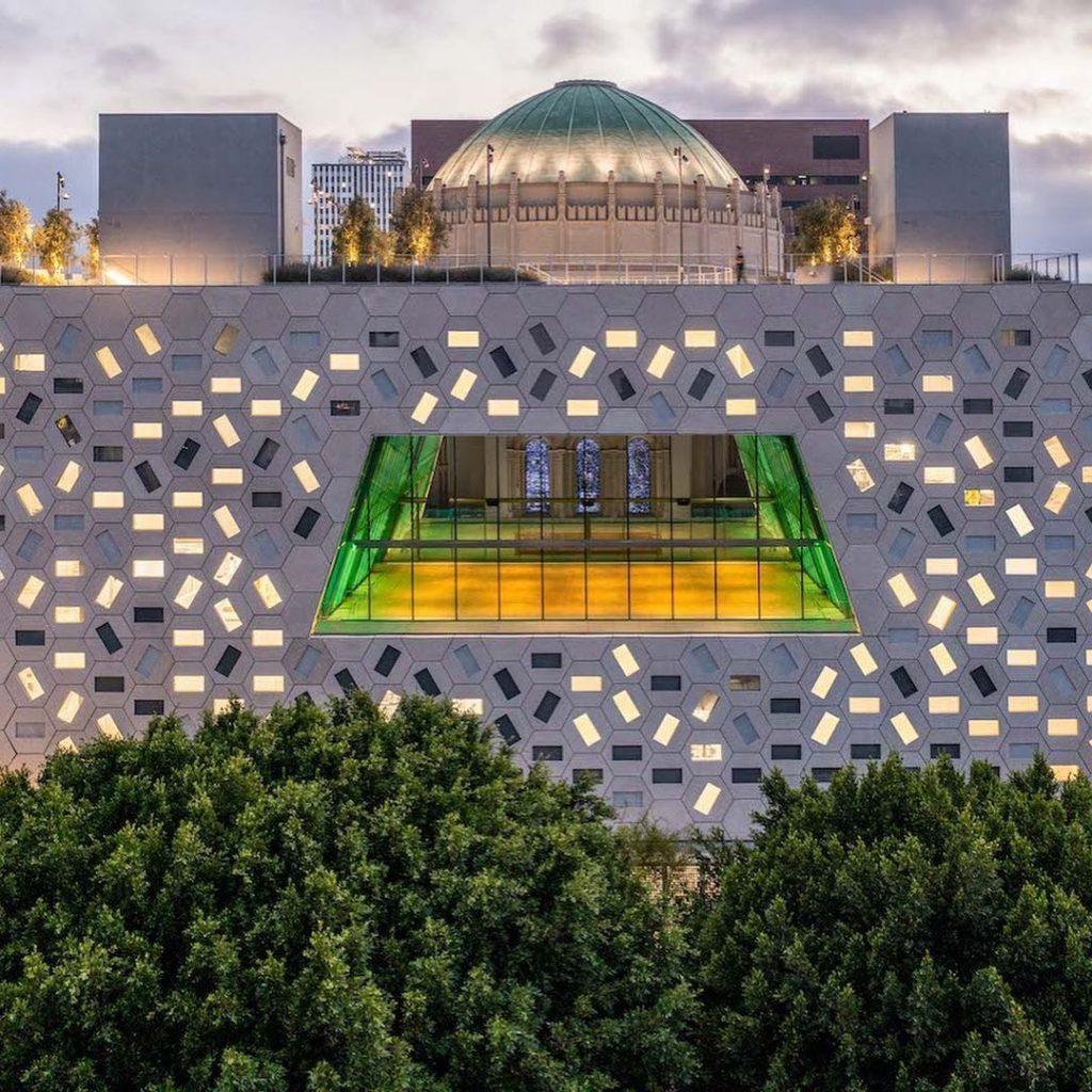 """El impactante """"Audrey Irmas Pavilion"""" de Los Angeles."""